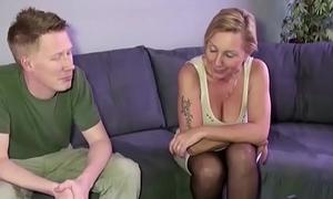 Stief Sohn mit dem Uncultured Schwanz fickt seine Mutter Jenny