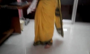 Desi tamil Betrothed aunty exposing navel in saree with audio