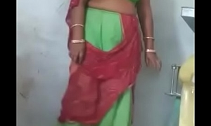 Rajasthani Sexy aunty Showing the brush Pussy