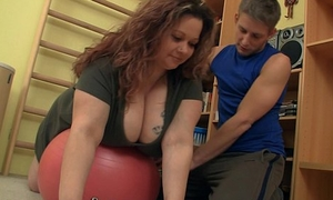 Busty chunky cosset seduces fitness instructor
